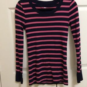Gap long sleeve size small.